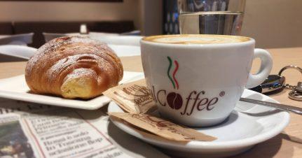 Colazione All'italiana - Italian Breakfast - Cappuccino E Cornetto